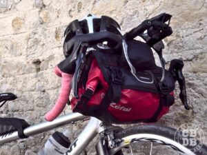 sacoche bikepacking de guidon zefal f10 adventure